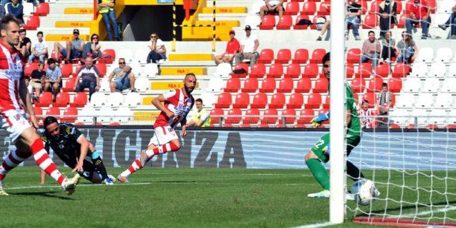 Il goal di Giacomelli che, per il Vicenza, vuol dire la quasi certa permanenza in serie B