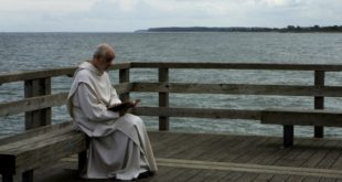 """Immagine tratta dal film """"Le confessioni"""", di Roberto Andò"""