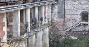 Il manufatto, sul fiume Retrone, da demolire