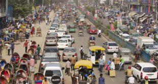 Una affollata strada di Dacca, capitale del Bangladesh - Foto Dmitry Chulov (Shutterstock)