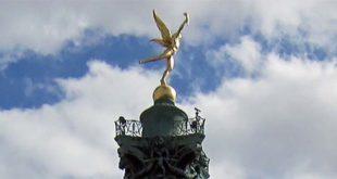 La sommità della Colonna di Luglio, con il Genio della Libertà, in Piazza della Bastiglia, a Parigi