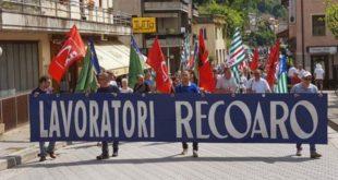 Un manifestazione a difesa dello stabilimento della Recoaro