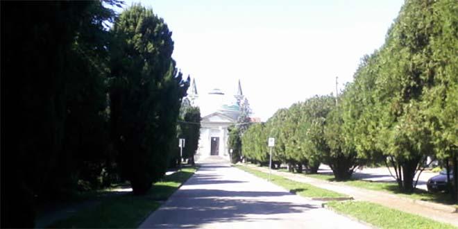 Il viale di ingresso al Cimitero Maggiore di Vicenza - Foto di Luiginomini (CC BY-SA 3.0)