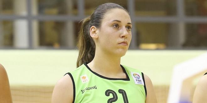 Tina Jakovina con la maglia della nazionale slovena
