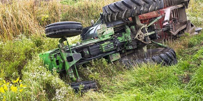 Sono cinque, in un mese, le vittime causate dal ribaltamento di trattori (Foto di repertorio)