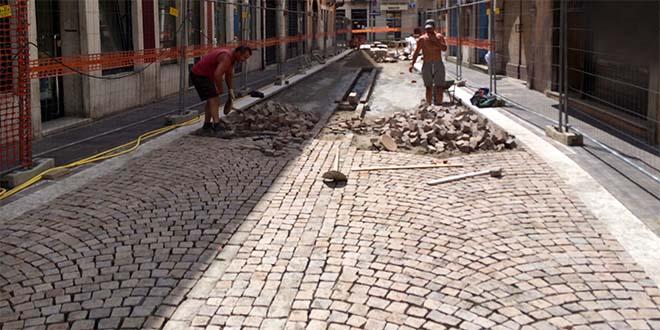 Alcuni dei lavori eseguiti di recente in via Garibaldi
