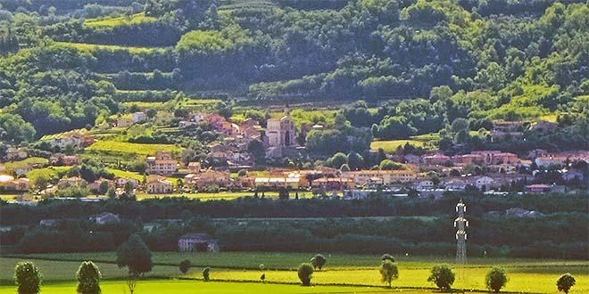 Il paese di Zermeghedo visto da Brendola - Foto Pottercomuneo (C:C: 4.0)