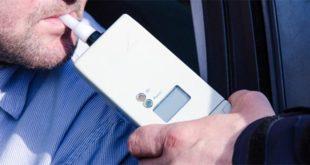Controllo con un etilometro (Immagine di repertorio)