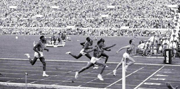 Livio Berruti trionfa alle Olimpiadi di Roma 1960. Quella era un'altra Italia...