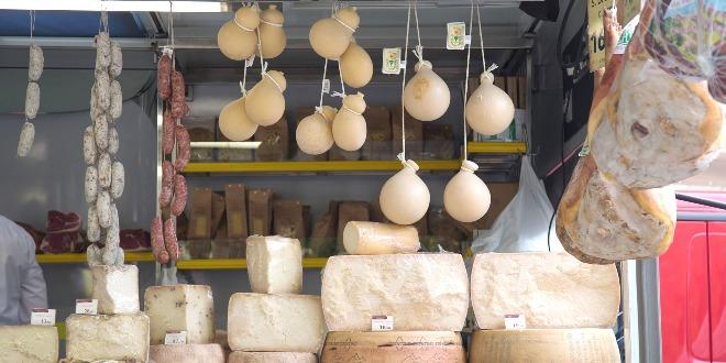 Banco ambulante di alimentari, immagine d'archivio