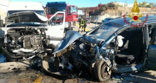 Lo scontro frontale, sulla Nuova Gasparona, tra un furgone Mercedes Sprinter ed una Opel