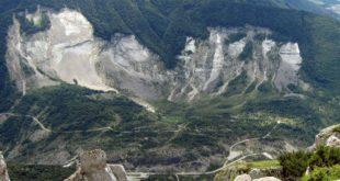 Mezza collina franò nel bacino artificiale del Vajont, causando uno tsunami enorme (foto da parcodolomitifriulane.it)