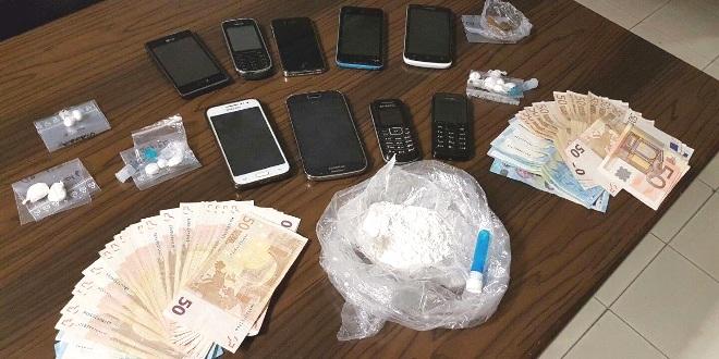 Nell'immagine della Guardia di Finanza, il materiale sequestrato