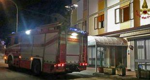 I Vigili del fuoco davanti all'albergo di Recoaro che subì un incendio doloso un anno fa