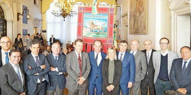 I manager a capo delle Ulss assieme al presidente Zaia, al centro, e agli assessori alla sanità, Coletto, e alle politiche sociali, Lanzarin