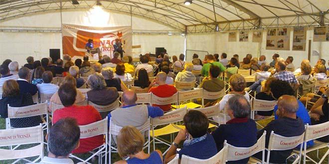 Un dibattito di una delle passate edizioni del festival Fornaci Rosse