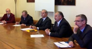 Da sinistra, il presidente di Avs Cattelan, il sindaco di Thiene, Casarotto, il presidente della Provincia, Variati, il presidente di Acque Vicentine, Guzzo, e il dg, Trolese
