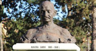 Il busto del Mahatma Gandhi, in viale Roma, a Vicenza