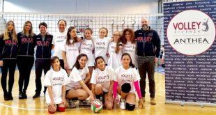 Le atlete di Norcia assieme ai dirigenti del Volley Vicenza