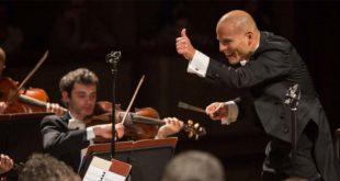 Il direttore d'orchestra Dietrich Paredes