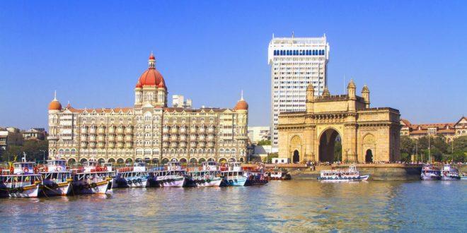 Uno scorcio della città di Mumbay, con il suo Portale dell'India (Gateway of India)