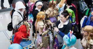 Alcuni cosplayer durante una manifestazione, immagine di repertorio