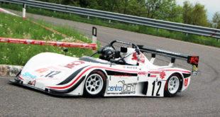 Una auto in gara nella edizione 2016 della Salita del Costo - Foto Videofotomax