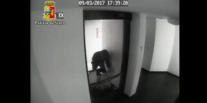 Fotogramma del filmato raccolto dalla telecamera di videosorveglianza