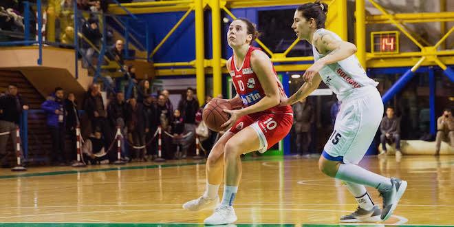 Preziosa prova di Tina Jakovina (22 punti) contro Costa Masnaga. Foto di Matthew Smith