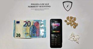 Il materiale sequestrato dagli agenti della polizia locale