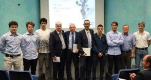 Gli studenti vincitori del Premio Meccatronica con i vertici di Apindustria Vicenza