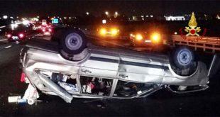 Incidente in A4. Auto cappottata. Tre feriti
