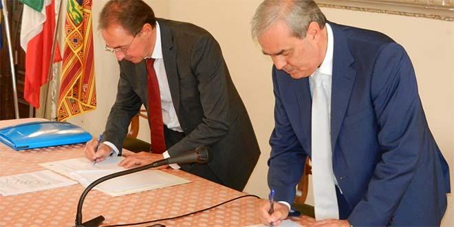 Il sottosegretario Rughetti ed il sindaco Variati firmano il protocollo d'intesa