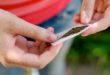 Denunciato per la marijuana in casa e per oltraggio