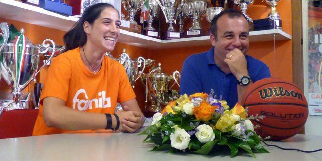 Francesca Dotto assieme al direttore generale del Famila Schio, Paolo De Angelis
