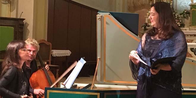 In primo piano, la soprano Sara Pegoraro