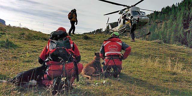 Anche i carabinieri cinofili sono impegnati nella ricerca della turista scomparsa. Immagine d'archivio