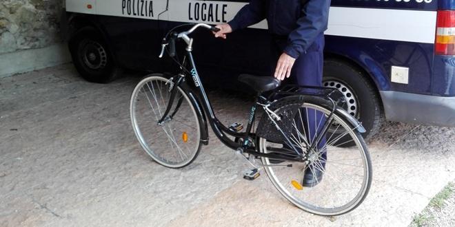 La bici rubata a Schio, recuperata dagli agenti della polizia locale