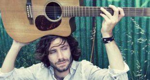Il cantautore vicentino Paolo Cecchin (Foto: www.paolocecchin-officialsite.it, @ Buenaonda Studio)