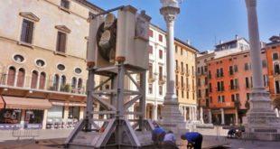 La Rua in allestimento in Piazze dei Signori. Immagine di repertorio