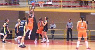 Con 19 punti Jolene Anderson (al tiro) è stata la migliore realizzatrice delle arancioni