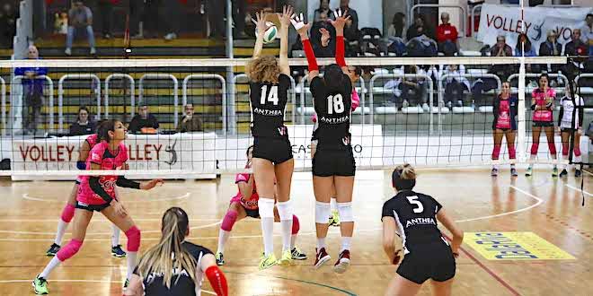 Netta sconfitta per l'Anthea Volley Vicenza al suo esordio in serie B. Foto di Paolo Rugiero