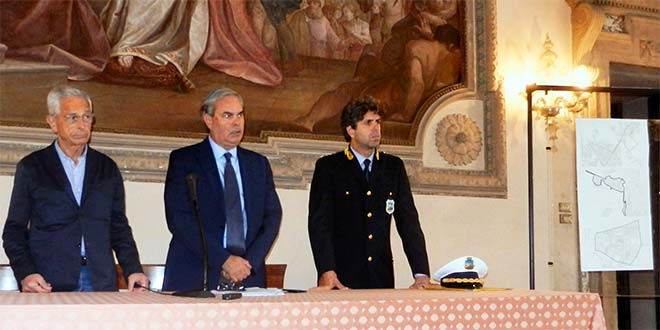 Da sinistra l'assessore alla sicurezza urbana Rotondi, Variati, e Rosini, comandante della polizia locale
