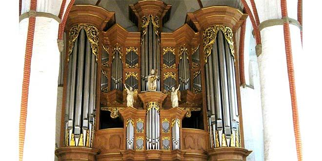 Organo di Arp Schnitger, nella chiesa di San Giacomo, ad Amburgo - Foto di Kliojünger (CC BY-SA 3.0)