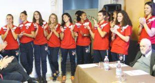 Applausi, per le biancorosse della VelcoFin Vicenza, alla loro quinta vittoria di fila