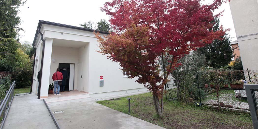 Vicenza inaugurata la casa per padri separati for Case con alloggi separati