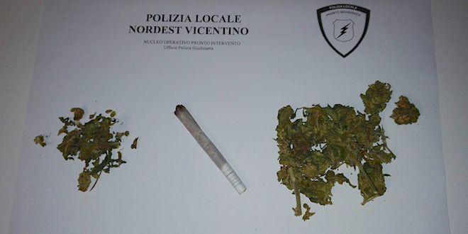 Parte del materiale sequestrato ad Halloween dalla polizia locale