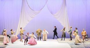 Un momento dello spettacolo Le baruffe chiozzotte, in una foto di Claudio Martinelli