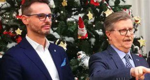 Angelo Frigo (a sinistra) con il sindaco Giorgio Gentilin, durante il saluto di fine anno alla cittadinanza