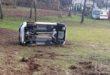 Auto si ribalta e va fuori strada. Donna anziana ferita